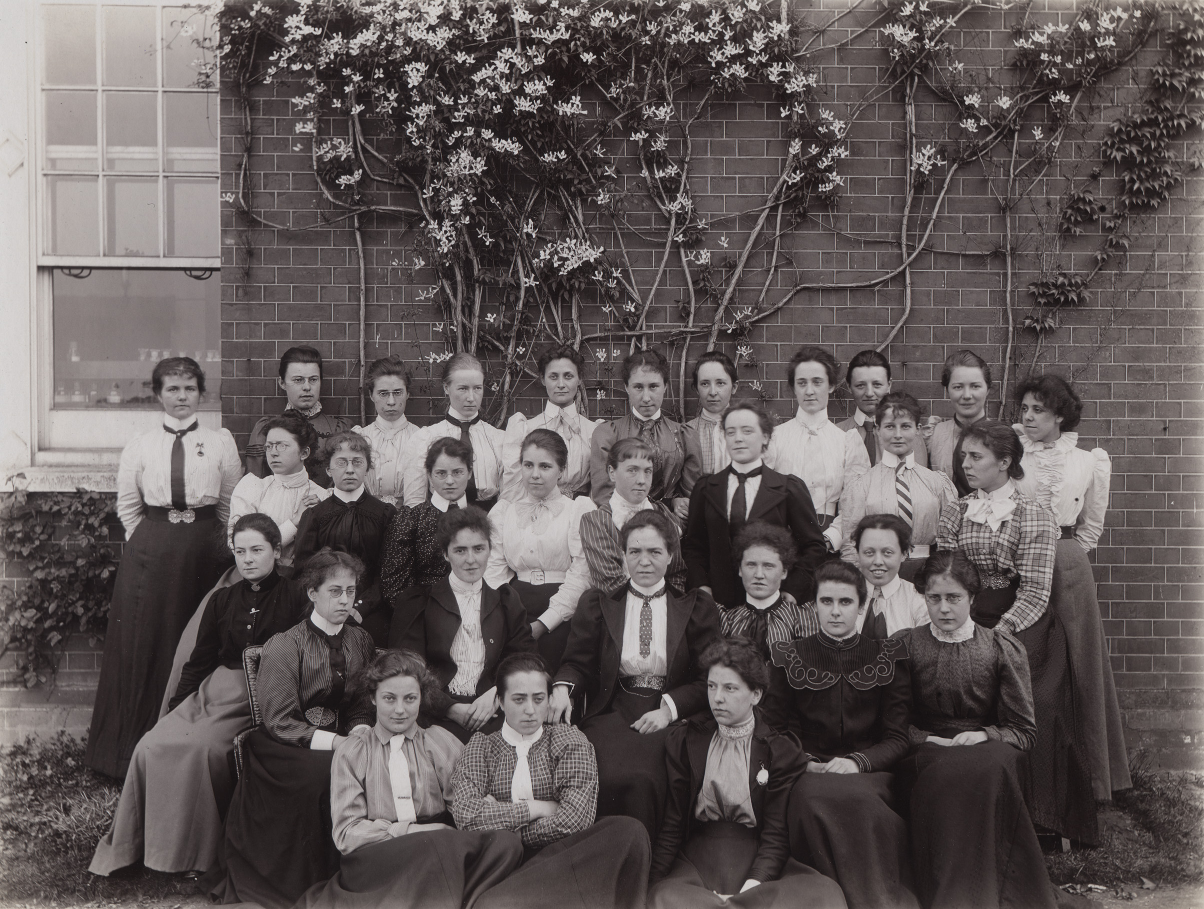 RHC PH.205.11 Chemistry staff and students c.1899 Elizabeth Eleanor Field appears in 3rd row down, 3rd one across from left. Picture from Royal Holloway Archives, CC-BY-SA)